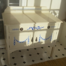 A LOVELY DECORATED VINTAGE WASHSTAND