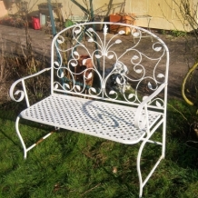 AN ELEGANT GARDEN OR CONSERVATORY SEAT