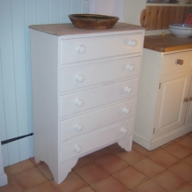 A SOLID OAK AND CREAM VINTAGE CHEST OF DRAWERS