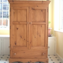 A GOOD QUALITY SOLID PINE COMPACT WARDROBE
