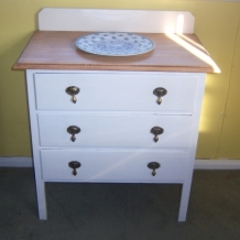 VINTAGE OAK AND WHITE CHEST OF DRAWERS