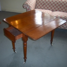 BEAUTIFUL VICTORIAN PEMBROKE TABLE