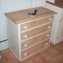 NATURAL OAK VINTAGE CHEST OF DRAWERS