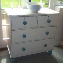 RATHER CHIC ANTIQUE CHEST OF DRAWERS