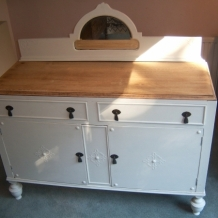 FABULOUS VINTAGE OAK AND CREAM SIDEBOARD
