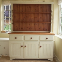 BEAUTIFUL BARLEY TWIST DRESSER