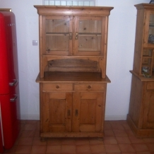 GORGEOUS GLASS FRONTED KITCHEN DRESSER