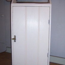 ANTIQUE CREAM COLOURED CUPBOARD