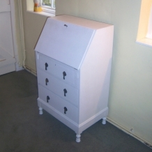 COMPACT THREE DRAWER BUREAU