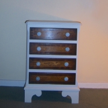 MATCHING PAIR OF CHESTS OF DRAWERS