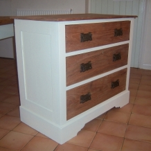 PRETTY ANTIQUE CHEST OF DRAWERS