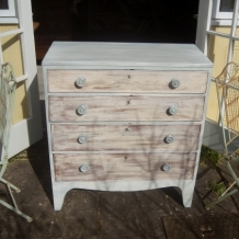 DREAMY SHABBY CHEST OF DRAWERS