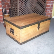 ANTIQUE OR VINTAGE PINE CHEST