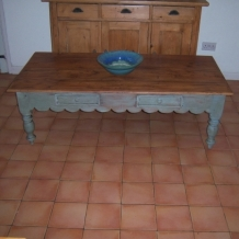 LARGE VINTAGE COFFEE TABLE