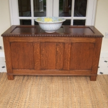 EXCELLENT VINTAGE SOLID OAK CHEST
