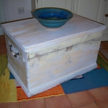 ANTIQUE OR VINTAGE PAINTED PINE CHEST