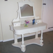 ANTIQUE DUCHESS DRESSING TABLE