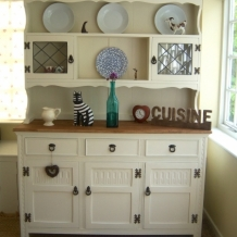 FABULOUS SOLID OAK CREAM DRESSER