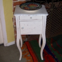 PRETTY FRENCH SIDETABLE / CUPBOARD