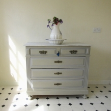 PAINTED FRENCH ANTIQUE CHEST OF DRAWERS