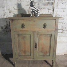 SOLID OAK SHABBY CHIC CUPBOARD