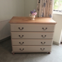 PINE AND TAUPE CHEST OF DRAWERS