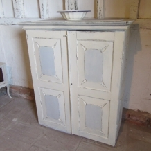 SHABBY CHIC, ANTIQUE / VINTAGE CABINET