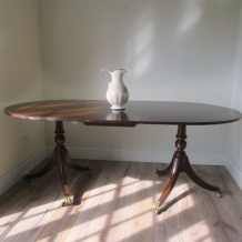 ELEGANT EXTENDING DINING TABLE