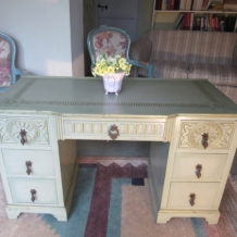 VINTAGE SHABBY CHIC DRESSING TABLE